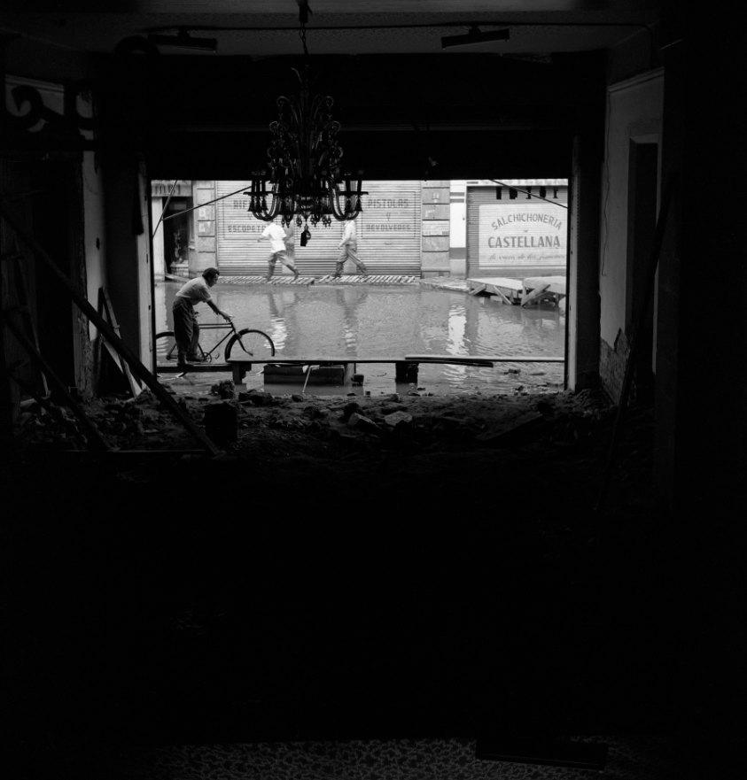 JUAN GUZMÁN, Inundaciones en la Ciudad de México, México, 1952, de la colección Juan Guzmán