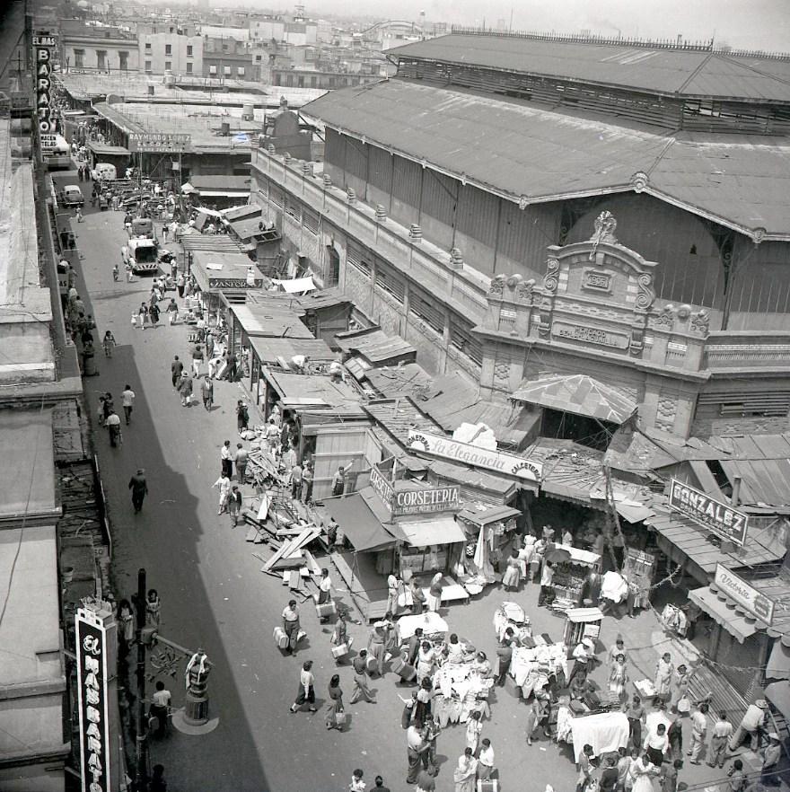 JUAN GUZMÁN, Mercado de la Lagunilla en la Ciudad de México, México, 1956,
