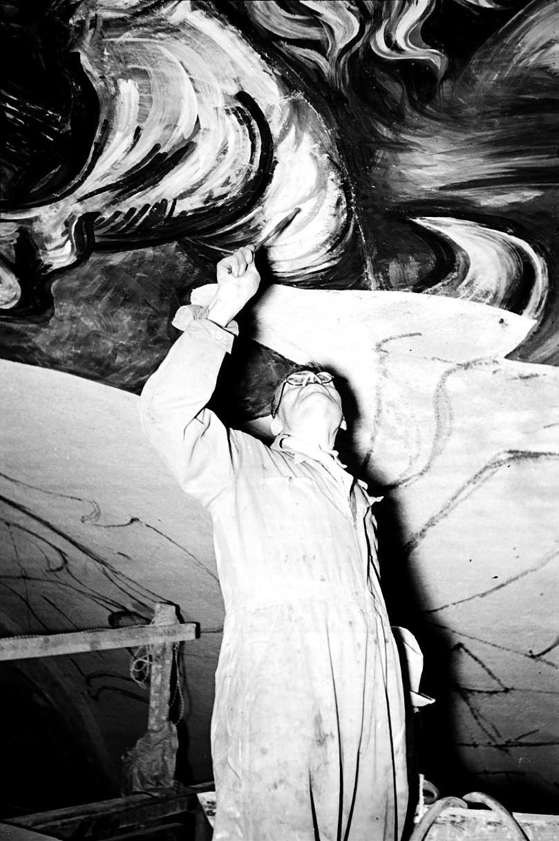JUAN GUZMÁN, José Clemente Orozco pintando en la iglesia del hospital de Jesús María en el centro histórico de la ciudad de México, México, 1943